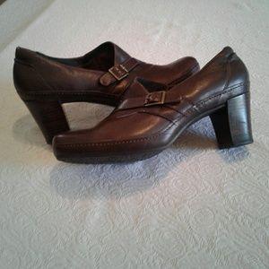 🌺 Clark's Artisan Brown Leather Work Pumps/Heels